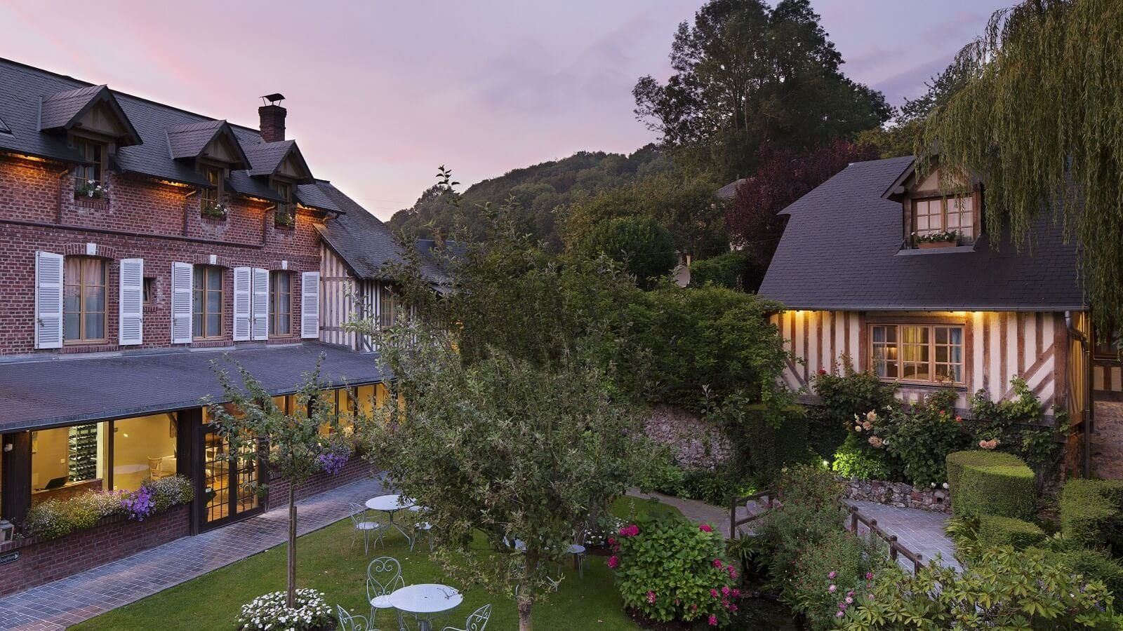 Hotel auberge de la source charm hotel normandy for Auberge le jardin de la source
