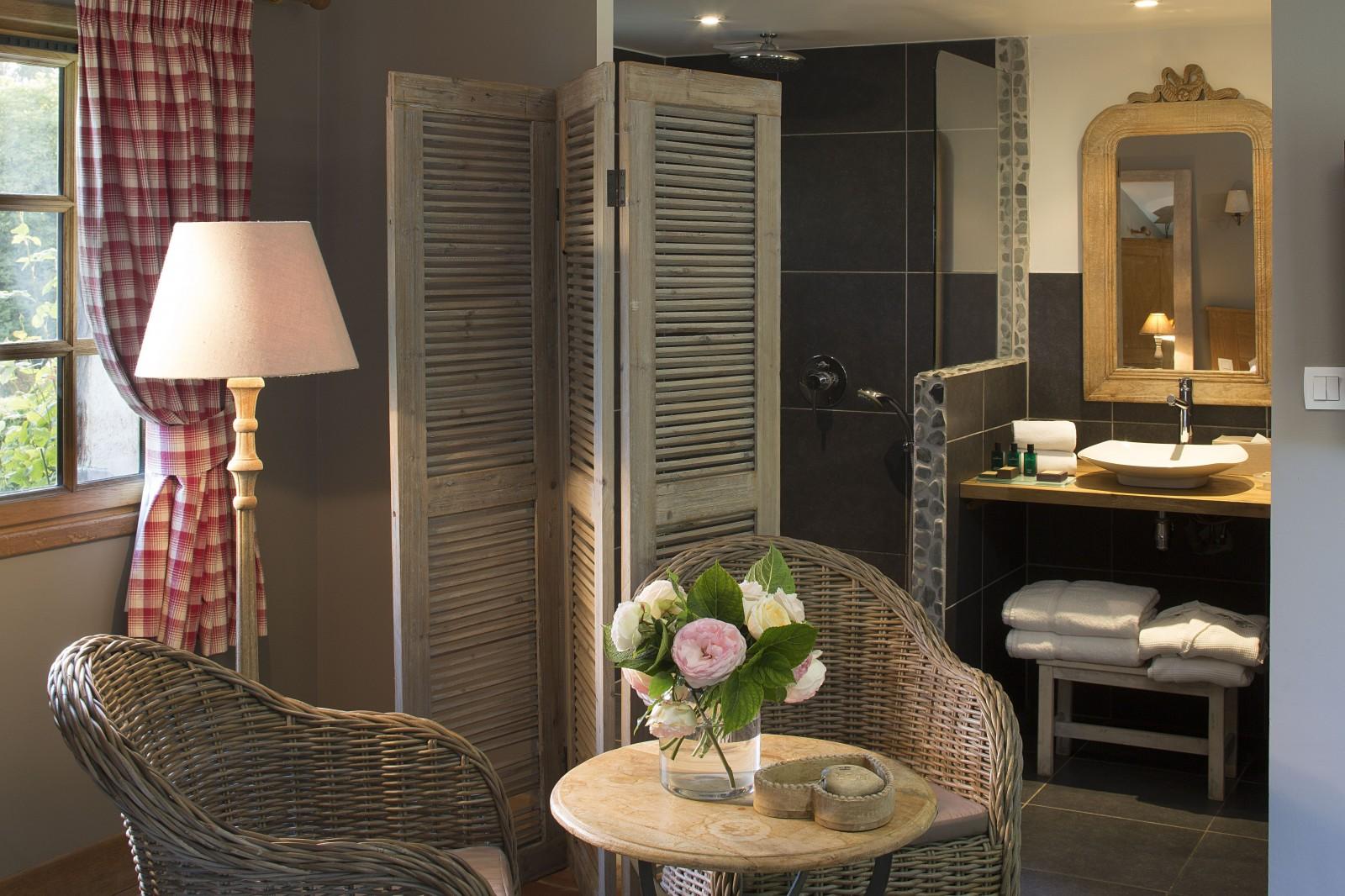 h tel auberge de la source h tel 4 toiles honfleur chambre campagne. Black Bedroom Furniture Sets. Home Design Ideas